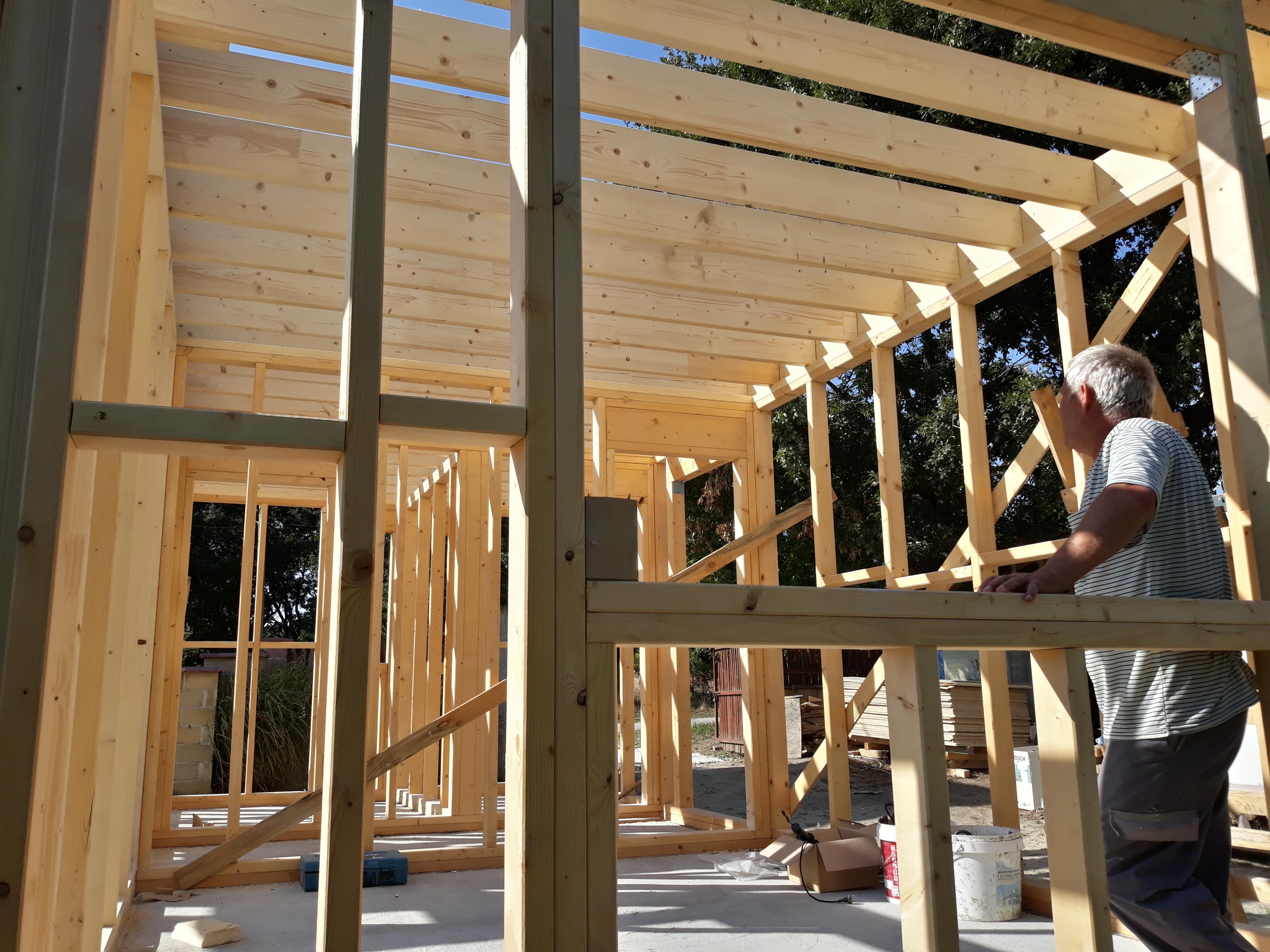 Гредоред и още дървени колони за емпорето