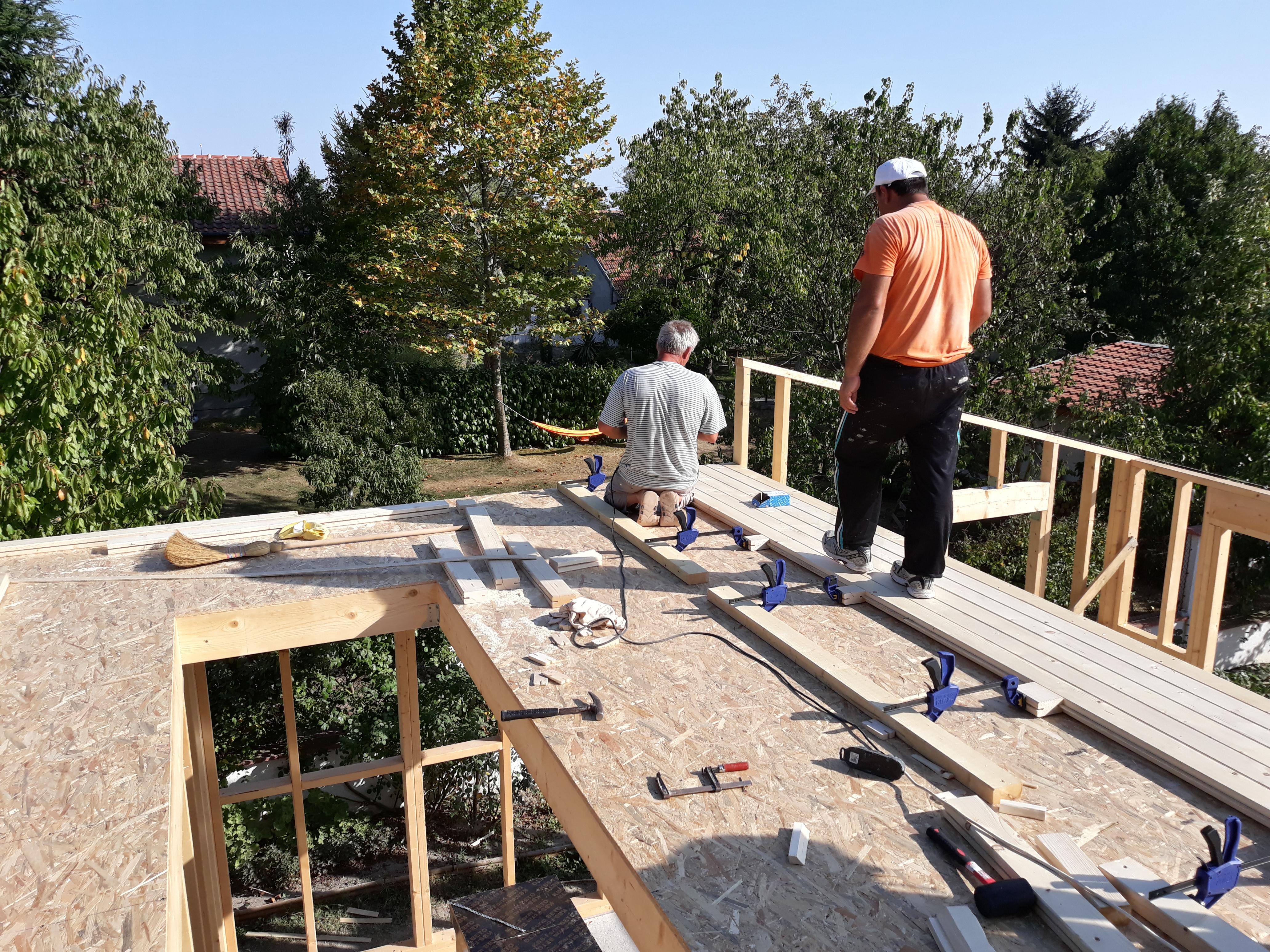 Монтиране на дюшемето от греди с дърводелски стяги