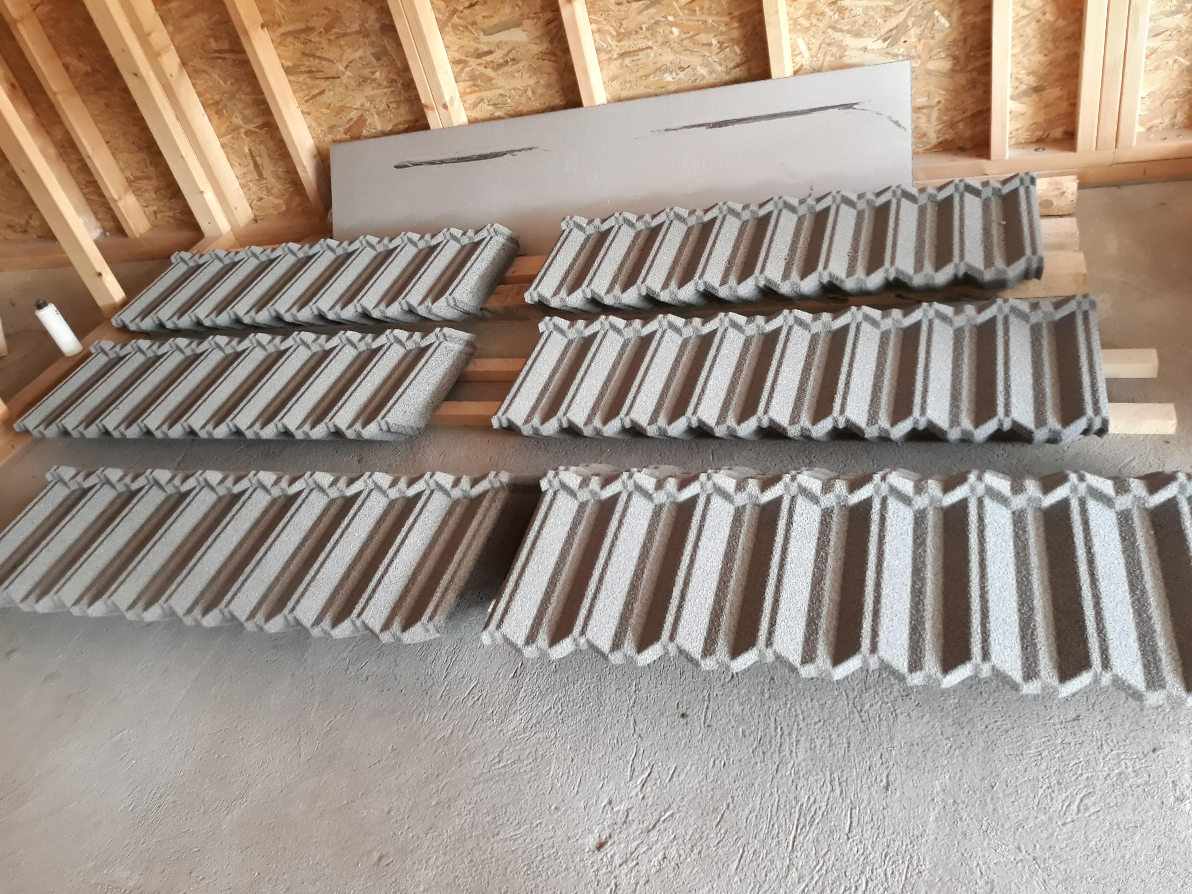 Още довършителни работи и доставка на металните керемиди