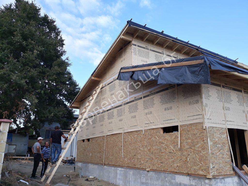 Довършителни работи по затварянето на къщата